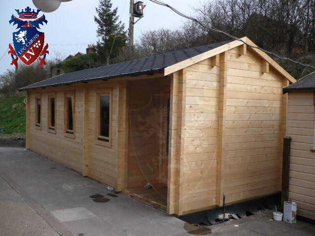 log cabins LV  529